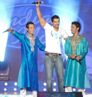 http://www.indiantelevision.com/images17/John_Indianidol.jpg