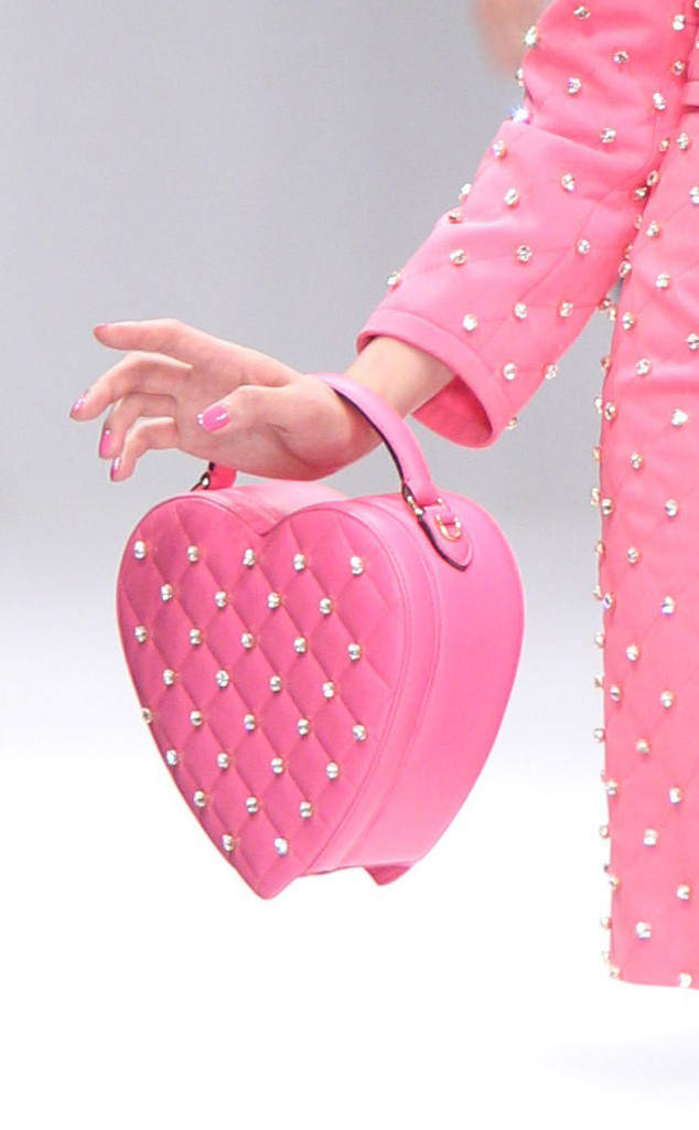 public://images/exec-life-images/2015/02/12/rs_634x1024-150114110859-634.Valentines-Moschino-Heart-Purse.jl_.011415.jpg