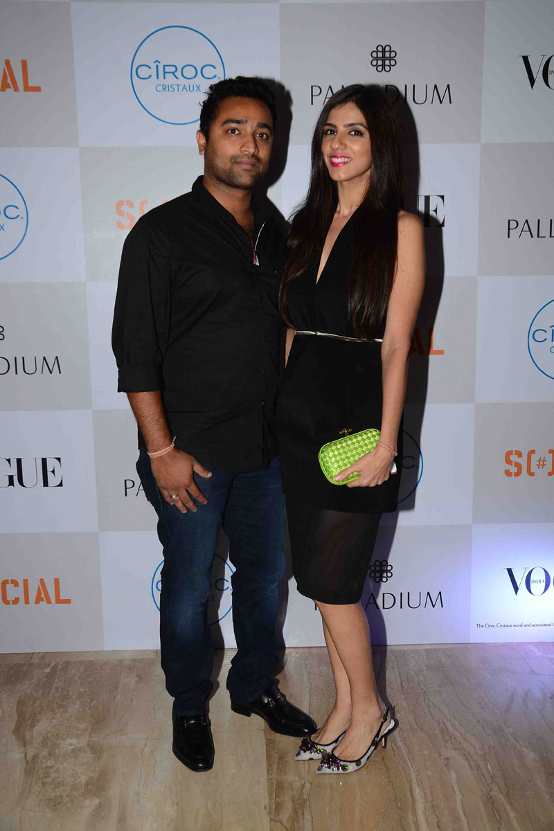 public://images/exec-life-images/2015/09/04/Nishka-Lulla--and-Dhruv-Mehra-at-Fashion's-Night-Out-2015-by-Vogue-at-Palladium,-Mumbai.jpg