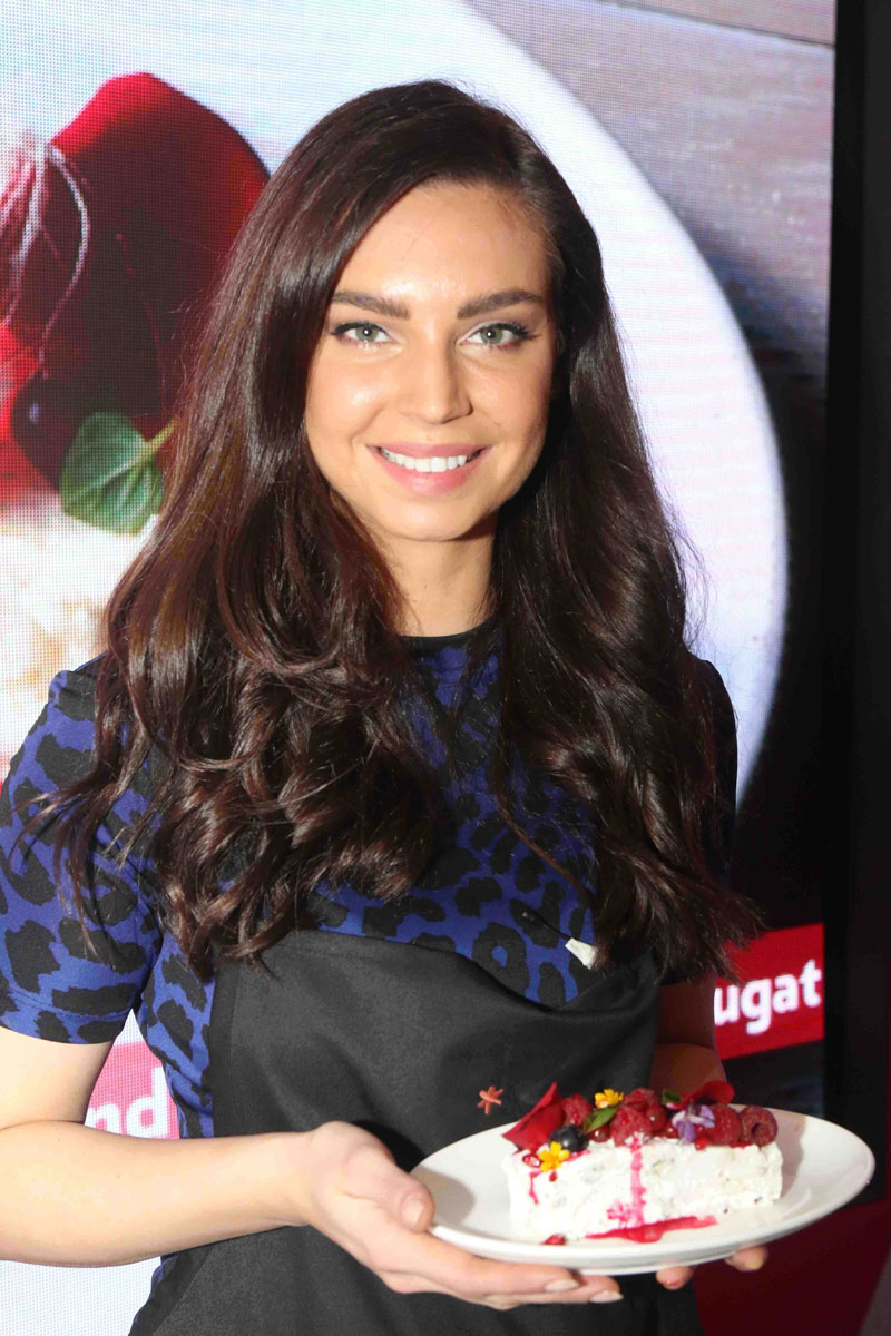public://images/exec-life-images/2015/09/04/Sarah-Todd-whipping-up-some-dessert-at-Fashion's-Night-Out-2015-by-Vogue-at-Palladium,-Mumbai.jpg