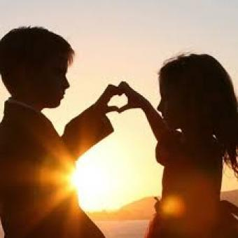 https://us.indiantelevision.com/sites/default/files/styles/340x340/public/images/exec-life-images/2015/02/12/love%20dp.jpg?itok=q_4cdc1H