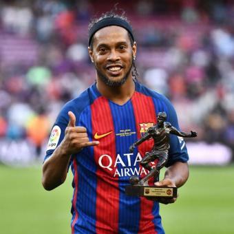 https://www.indiantelevision.com/sites/default/files/styles/340x340/public/images/headlines/2017/12/01/Ronaldinho.jpg?itok=YybBYxgX