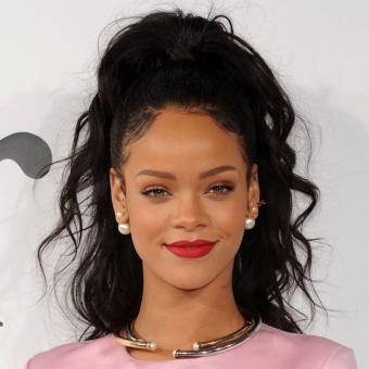 https://www.indiantelevision.com/sites/default/files/styles/340x340/public/images/headlines/2017/12/21/Rihanna.jpg?itok=bQvUbUGh