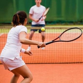 https://www.indiantelevision.com/sites/default/files/styles/340x340/public/images/headlines/2018/02/07/tennis.jpg?itok=jg-qavIk