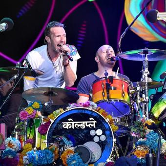 https://www.indiantelevision.com/sites/default/files/styles/340x340/public/images/headlines/2018/02/21/coldplay.jpg?itok=bB5CTwtx