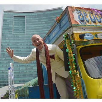 http://www.indiantelevision.com/sites/default/files/styles/340x340/public/images/internet-images/2014/09/29/amazon.jpg?itok=qUadaEb3