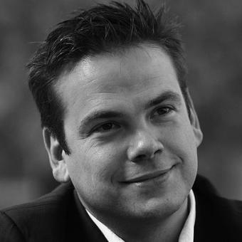 http://www.indiantelevision.com/sites/default/files/styles/340x340/public/images/mam-images/2014/03/26/lachlan-murdoch.jpg?itok=RId7cOmU