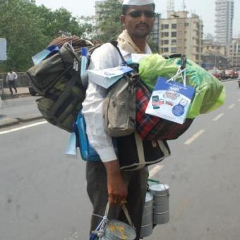 http://www.indiantelevision.com/sites/default/files/styles/340x340/public/images/mam-images/2014/05/27/Tempo%20Smart%20Foodie%20campaign%20with%20Mumbai%20Dabbawallas.JPG?itok=Bd3PzIcO