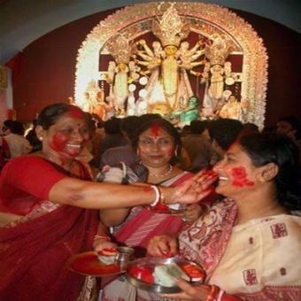 https://www.indiantelevision.com/sites/default/files/styles/340x340/public/images/mam-images/2015/10/24/Durga%20Puja.jpg?itok=Z_cONyD-