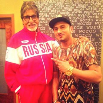 https://www.indiantelevision.com/sites/default/files/styles/340x340/public/images/movie-images/2014/02/12/Amitabh%20Bachchan%20with%20Yo%20Yo%20honey%20Singh.jpg?itok=YzNcbAEw
