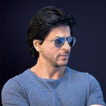 https://www.indiantelevision.com/sites/default/files/styles/340x340/public/images/movie-images/2014/08/26/srk_aaac.jpg?itok=IXeZqXDt