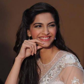 https://www.indiantelevision.com/sites/default/files/styles/340x340/public/images/movie-images/2014/09/13/aac_0.jpg?itok=xDgoDoSY
