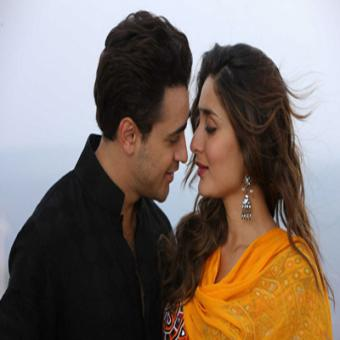 https://www.indiantelevision.com/sites/default/files/styles/340x340/public/images/movie-images/2015/08/21/Gori%20Tere%20Pyaar%20Mein.jpg?itok=r2bSk6fI