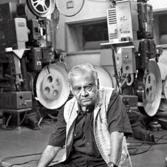 https://www.indiantelevision.com/sites/default/files/styles/340x340/public/images/movie-images/2016/03/05/Still_Celluloid-Man-.jpg?itok=oXDdsfFi