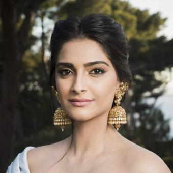 https://www.indiantelevision.com/sites/default/files/styles/340x340/public/images/news_releases-images/2018/01/10/Sonam-Kapoor.jpg?itok=XN4LCx-f