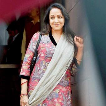 https://www.indiantelevision.com/sites/default/files/styles/340x340/public/images/news_releases-images/2018/06/01/Hema-Malini.jpg?itok=ze_YwEoL