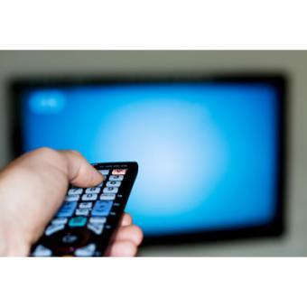 https://www.indiantelevision.com/sites/default/files/styles/340x340/public/images/regulators-images/2014/06/12/head99-watching-tv.jpg?itok=OzIgTtW8