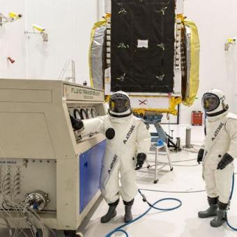 http://www.indiantelevision.com/sites/default/files/styles/340x340/public/images/satellites-images/2015/11/10/7gsat-15-fuel-filling-operation-under-progress-french-guiana.jpg?itok=V3lxedqu