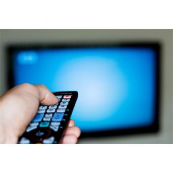 https://www.indiantelevision.com/sites/default/files/styles/340x340/public/images/tv-images/2014/07/01/head99-watching-tv.jpg?itok=glMc_PRc