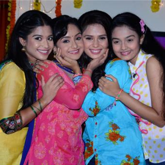 https://www.indiantelevision.com/sites/default/files/styles/340x340/public/images/tv-images/2014/07/21/Shastri%20Sisters..JPG?itok=yCR--iaM
