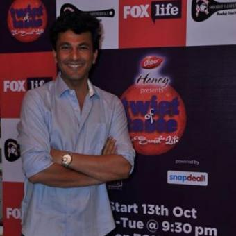 https://www.indiantelevision.com/sites/default/files/styles/340x340/public/images/tv-images/2014/10/11/Vikas%20Khanna.jpg?itok=EcCUM_C-