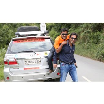 https://www.indiantelevision.com/sites/default/files/styles/340x340/public/images/tv-images/2014/12/05/Sanjay%20%26%20Tushar%20on%20the%20road.JPG?itok=B6ZVu0xr