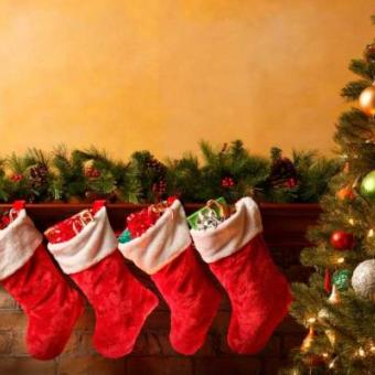 https://www.indiantelevision.com/sites/default/files/styles/340x340/public/images/tv-images/2014/12/24/christmas.jpg?itok=3EipM6W1