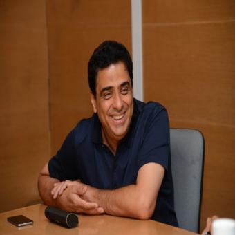 https://www.indiantelevision.com/sites/default/files/styles/340x340/public/images/tv-images/2015/04/08/_%27Starting%20Up%20with%20Ronnie%27_%20Mr.%20Ronnie%20Screwvala_.jpg?itok=9JjgdONt
