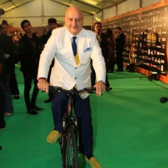 http://www.indiantelevision.com/sites/default/files/styles/340x340/public/images/tv-images/2015/06/08/anupam-kher-show.jpg?itok=OiHKtnFe