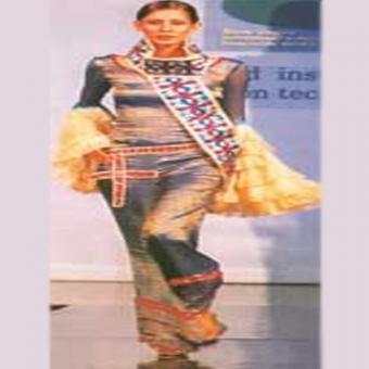 http://www.indiantelevision.com/sites/default/files/styles/340x340/public/images/tv-images/2016/02/15/Indian%20fashion.jpg?itok=VWI7qvXo