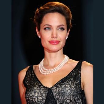 https://www.indiantelevision.com/sites/default/files/styles/340x340/public/images/tv-images/2016/04/04/Angelina%20Jolie.jpg?itok=4OTpz9xr