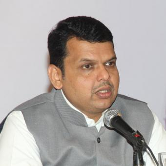 https://www.indiantelevision.com/sites/default/files/styles/340x340/public/images/tv-images/2016/04/08/Devendra-Fadnavis.jpg?itok=C0UCnK9S