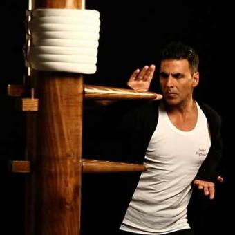 https://www.indiantelevision.org.in/sites/default/files/styles/340x340/public/images/tv-images/2016/05/10/akki.jpg?itok=UtMjhShc