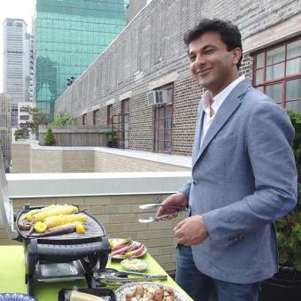 https://www.indiantelevision.com/sites/default/files/styles/340x340/public/images/tv-images/2016/10/14/vikas-khanna-800x800.jpg?itok=w9WIEKeF
