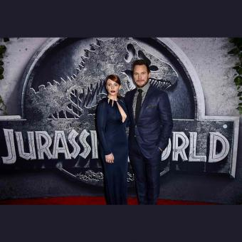 http://www.indiantelevision.com/sites/default/files/styles/340x340/public/images/tv-images/2016/10/20/jurassic-world-800x800.jpg?itok=OBuBXHO9