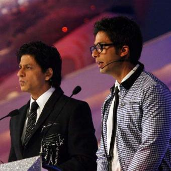 http://www.indiantelevision.com/sites/default/files/styles/340x340/public/images/tv-images/2016/10/24/srkshahid-IIFA-800x800.jpg?itok=XDohHiaY