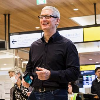 https://www.indiantelevision.com/sites/default/files/styles/340x340/public/images/tv-images/2016/10/27/Tim-Cook.jpg?itok=QOr3PrrY