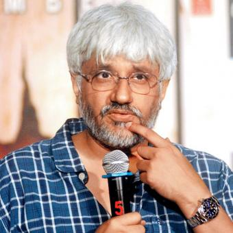 https://www.indiantelevision.com/sites/default/files/styles/340x340/public/images/tv-images/2017/01/03/vikram-bhatt.jpg?itok=xdnTInrP