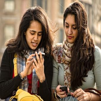 http://www.indiantelevision.com/sites/default/files/styles/340x340/public/images/tv-images/2017/01/10/Smartphone-800x800.jpg?itok=5Jvsxx58