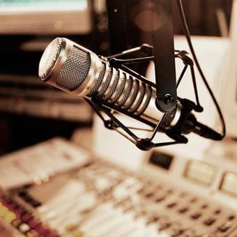 https://www.indiantelevision.com/sites/default/files/styles/340x340/public/images/tv-images/2017/02/02/Radio%20Broadcaster.jpg?itok=7Qu5wFAU