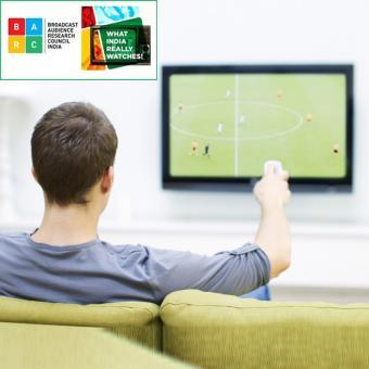 https://www.indiantelevision.com/sites/default/files/styles/340x340/public/images/tv-images/2017/09/13/Watching-tv_0.jpg?itok=VEGPhOIU