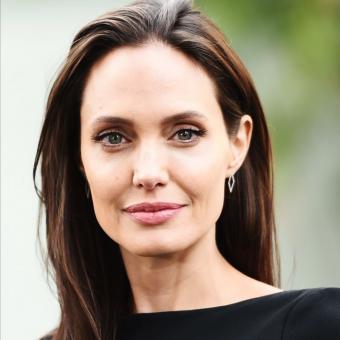 https://www.indiantelevision.com/sites/default/files/styles/340x340/public/images/tv-images/2018/03/23/Angelina-Jolie.jpg?itok=s0V7VuED