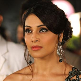 http://www.indiantelevision.com/sites/default/files/styles/340x340/public/images/tv-images/2018/04/04/Bipasha%20Basu.jpg?itok=JaA3q-iq