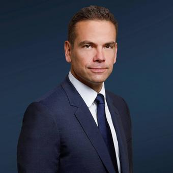 https://www.indiantelevision.com/sites/default/files/styles/340x340/public/images/tv-images/2018/05/17/Lachlan_Murdoch.jpg?itok=28zodUVI