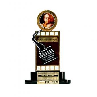 https://www.indiantelevision.com/sites/default/files/styles/340x340/public/images/tv-images/2018/06/22/The-Dadasaheb-Phalke-Award.jpg?itok=lh3qsqJG