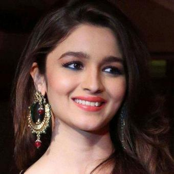 https://www.indiantelevision.com/sites/default/files/styles/340x340/public/images/tv-images/2018/07/12/alia.jpg?itok=rb5EYgWc