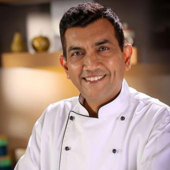 https://www.indiantelevision.com/sites/default/files/styles/340x340/public/images/tv-images/2018/07/26/Sanjeev_Kapoor.jpg?itok=QMV7ylKx