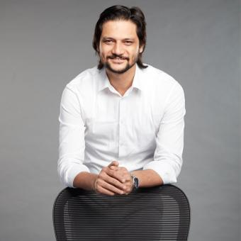 https://www.indiantelevision.com/sites/default/files/styles/340x340/public/images/tv-images/2018/08/20/vivek.jpg?itok=Bqg7HGIy