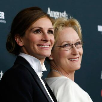 http://www.indiantelevision.com/sites/default/files/styles/340x340/public/images/tv-images/2018/09/28/Meryl-Streep-and-Julia-Roberts.jpg?itok=H0vYN_ii