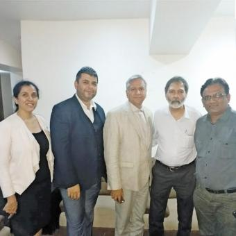 https://www.indiantelevision.com/sites/default/files/styles/340x340/public/images/tv-images/2018/11/30/Smita-Ramesh-Anil-Mujeeb-Dadarkar-Pramod-01.jpg?itok=z3XdrBi4